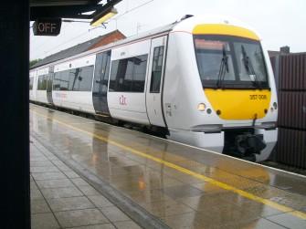 Photograph of train waiting at platform | Likelife